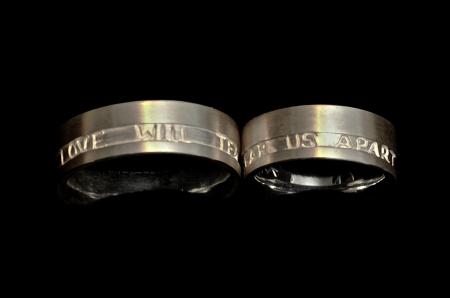 love-will-tear-us-apart-ringe